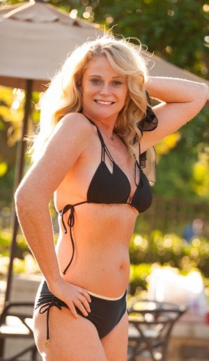 Mimi live escort in North Royalton