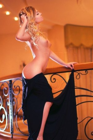 Saadia independent escort in Seal Beach