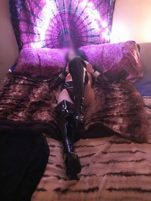 Flore-marie escort girl in Orinda